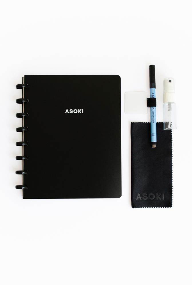 Wiederverwendbarer Asoki Planer mit löschbaren Seiten, schwarzem Cover und Ringbindung, inklusive Stift, Spray, Mikrofasertuch und Stiftschlaufe