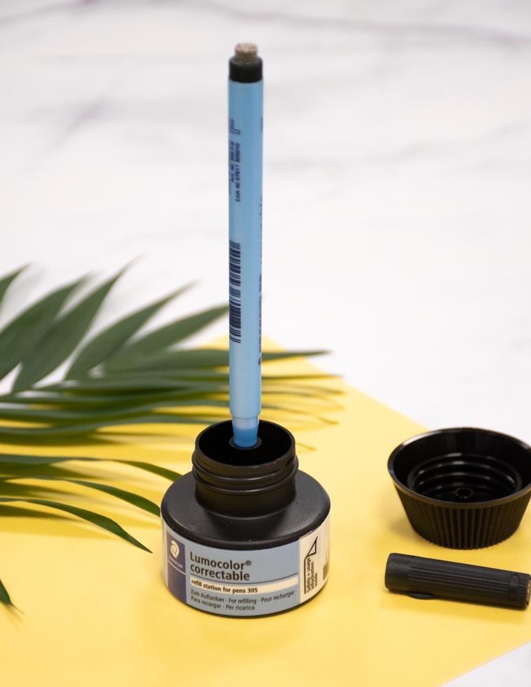 Eine Auffüllstation für den Stift für die Asoki Seiten in der Farbe schwarz