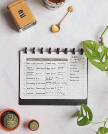 Ernährungsplaner-Seite mit Einkaufsliste für den löschbaren und wiederverwendbaren Whiteboard Asoki Planer
