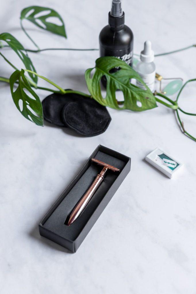 Roségoldener Rasierhobel für eine sanfte Rasur, Universalklingen und Zero Waste