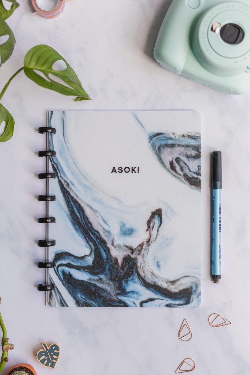 Der Asoki Planer ein löschbares whiteboard Notizbuch und Planer in A5 mit blau marmoriertem Design