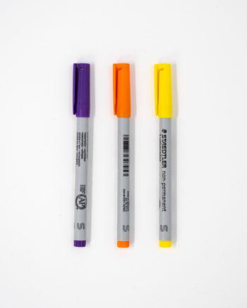 Drei Stifte in den Farben lila, orange und gelb für den Asoki Planer