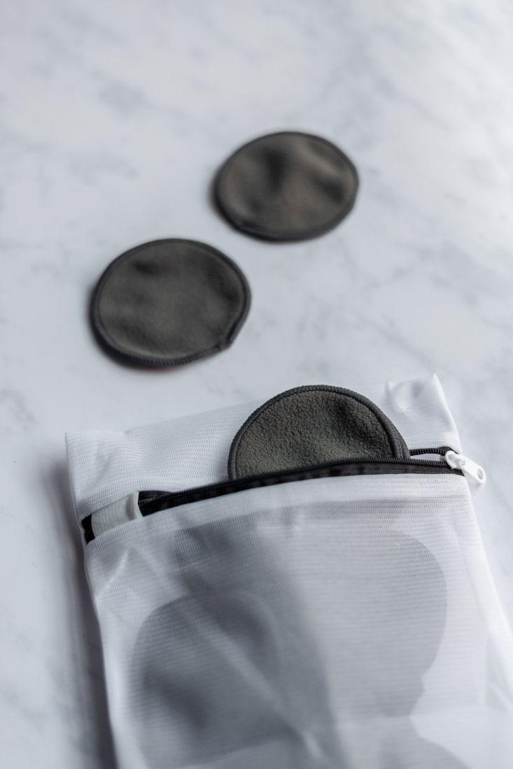 Wiederverwendbare, waschbare graue Pads mit Aufbewahrungsbeutel