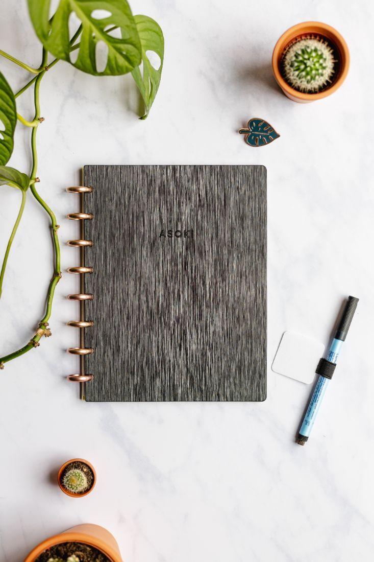 Wiederverwendbares Notizbuch mit Hardcover und Metall-Struktur